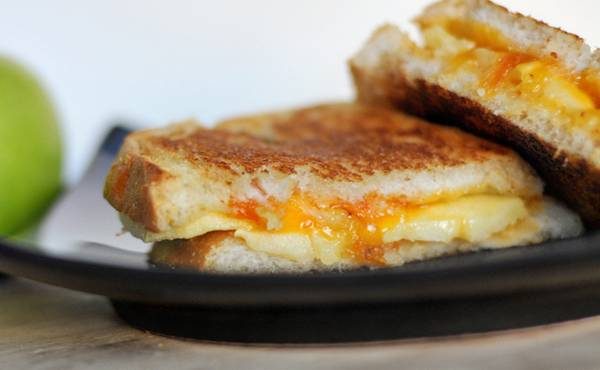 Zapeceni sendvic sa sirom