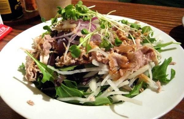 Salata sa kuvanom junetinom