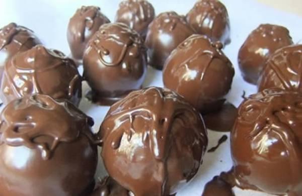 cokoladne bombone sa noblicama