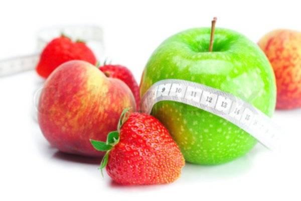 Koktel od jabuke, breskve i jagode